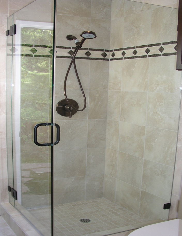 beige-tile-shower-with-diamond-mosaic-border