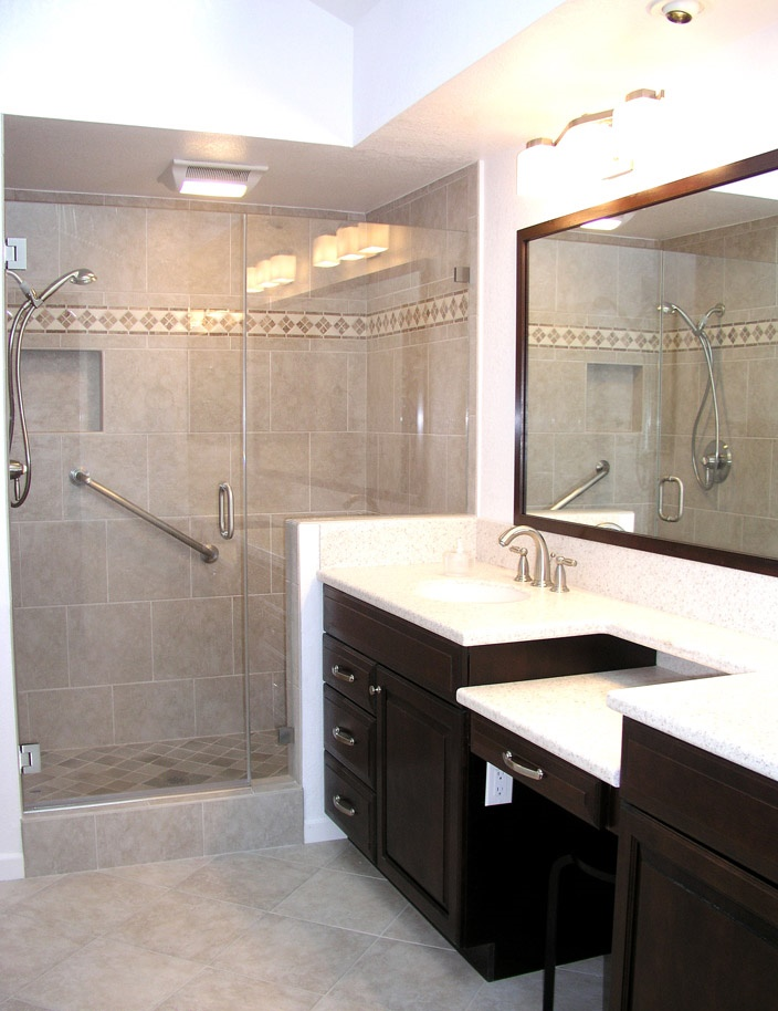 beige-tile-with-diamond-border-ivory-granite-on-raised-panel-cabinetry