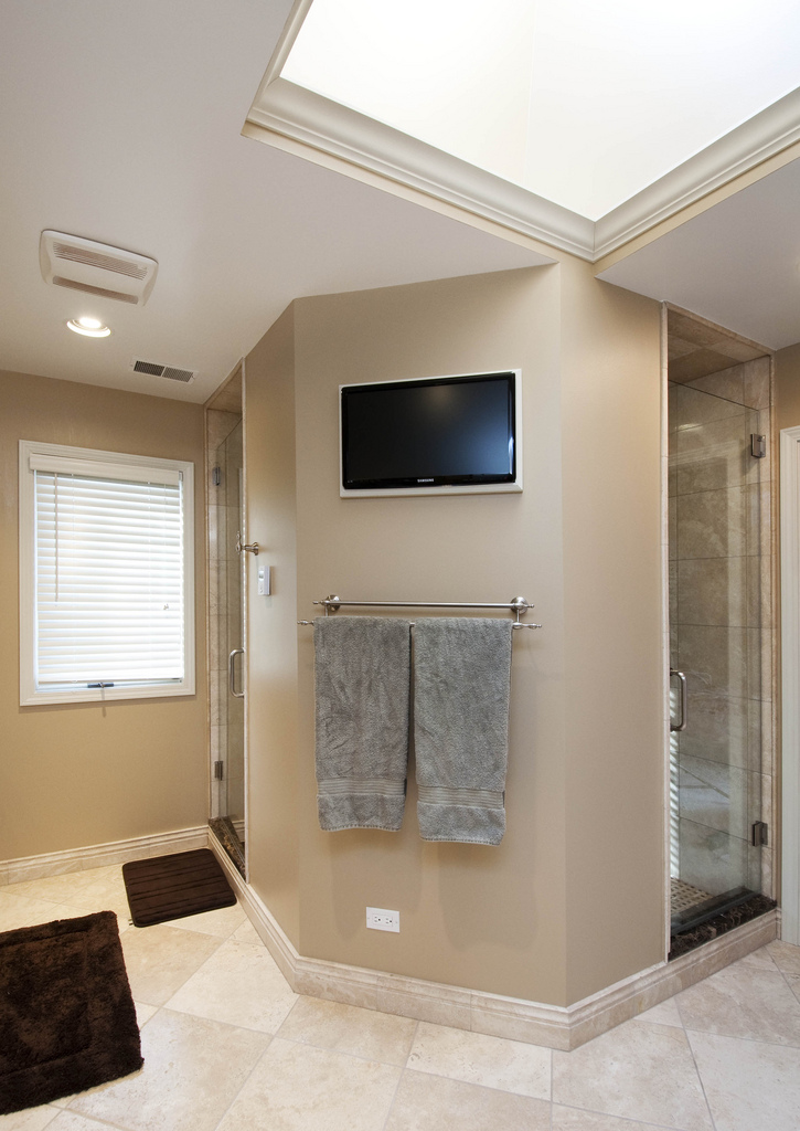 beige-travertine-with-walk-through-shower