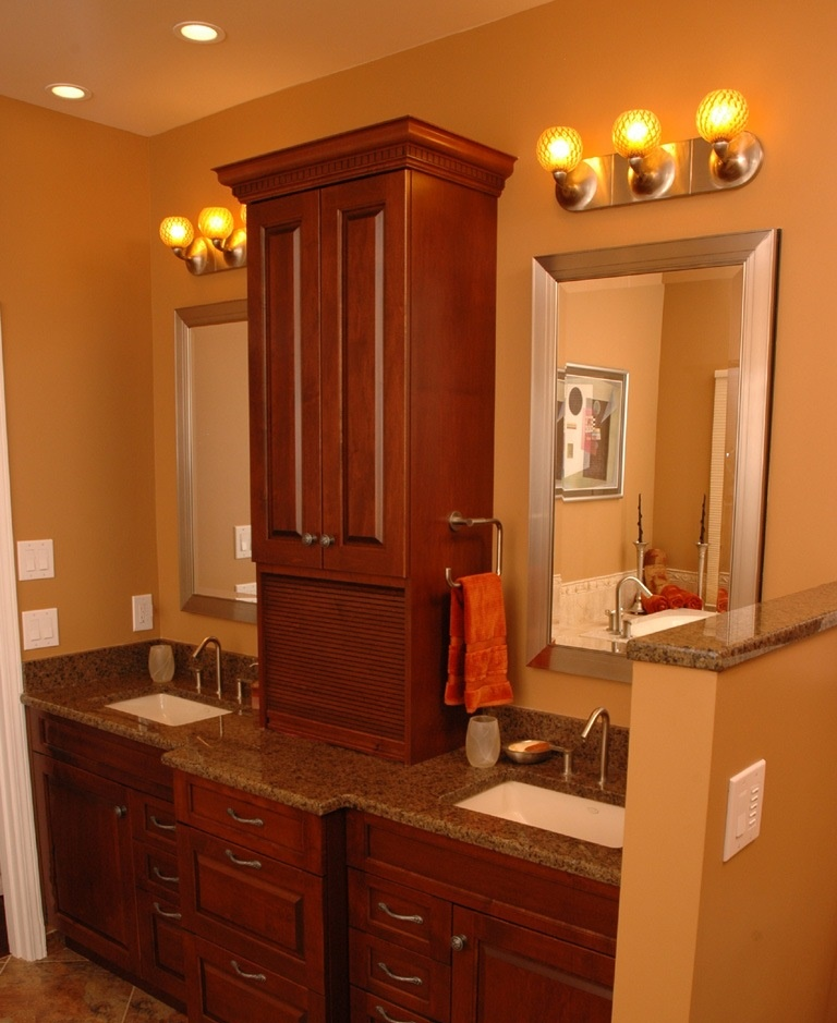 dbl-sink-brown-granite-on-brown-raised-panel-cabinets