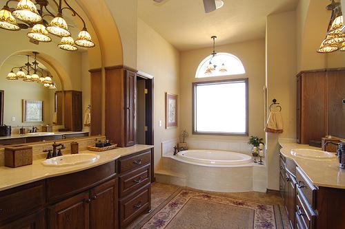 master-bath-opposing-sinks