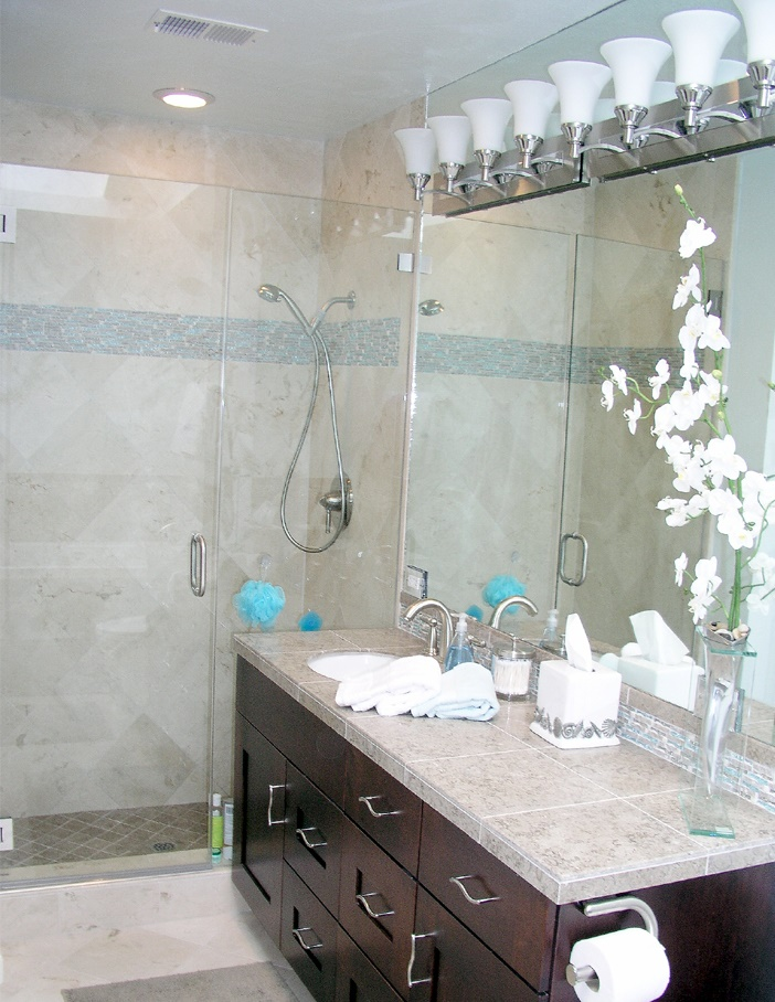 travertine-tile-with-tiled-vanity-top