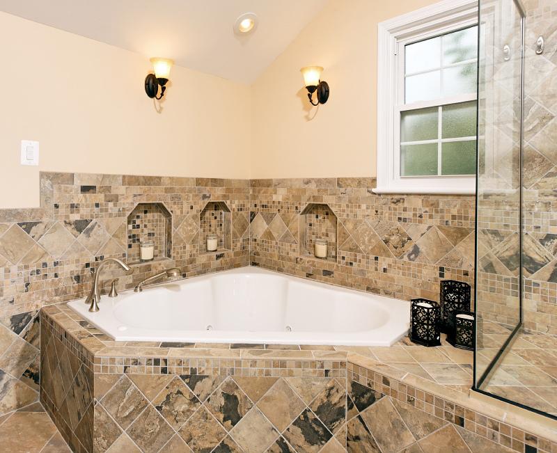triple-niche-garden-tub