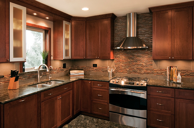 mission-cabinets-with-glass-tile-backsplash