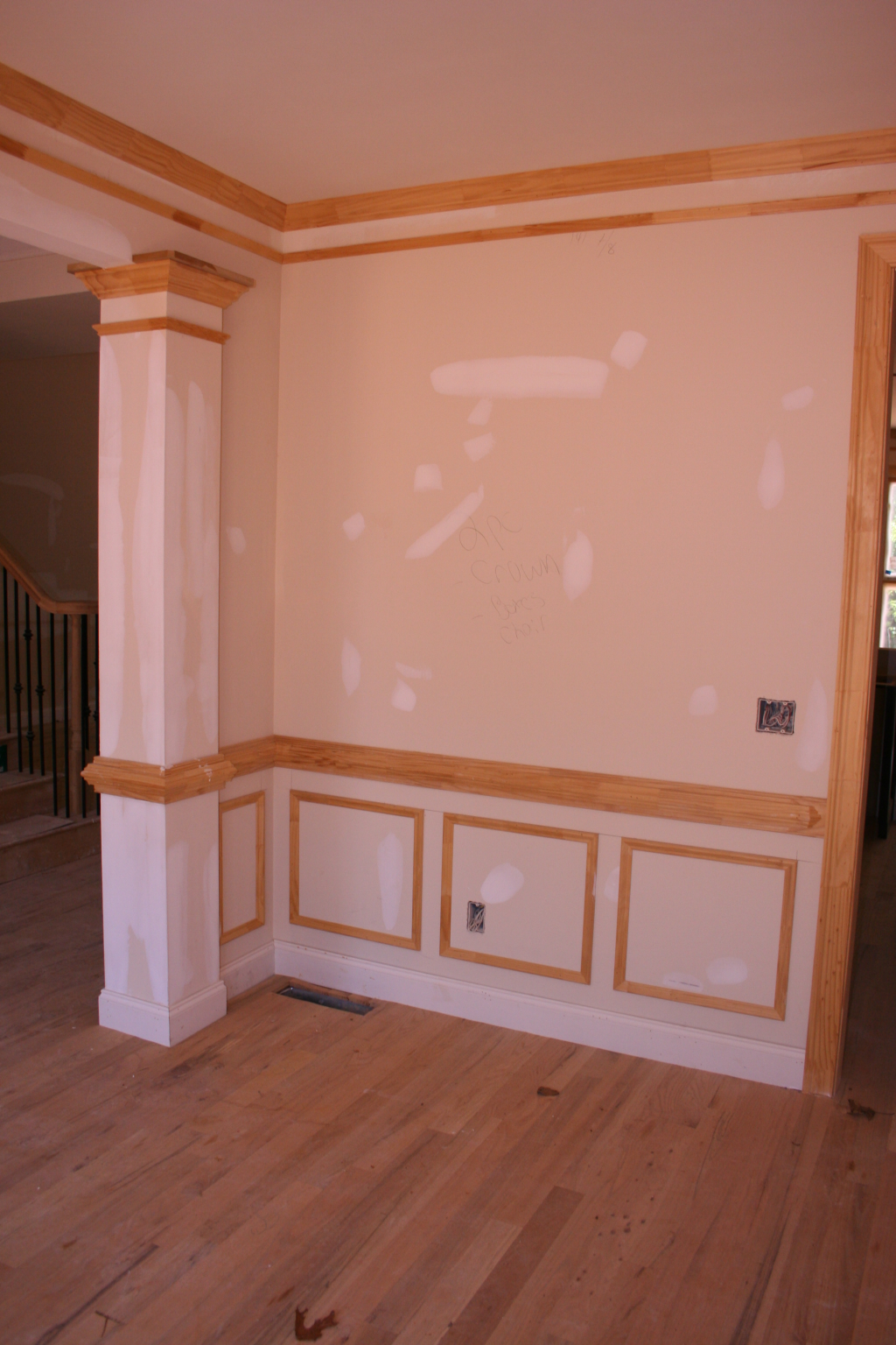 traditional-crown-with-lower-cap-wainscotting-and-chair-rail